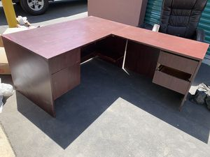 Free Desk for Sale in Fontana, CA