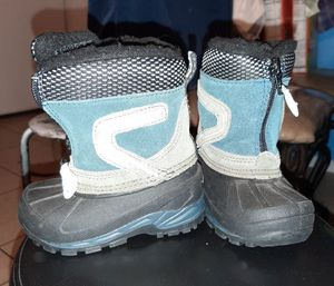 Small toddlers snow boots size 5 for Sale in Bell Gardens, CA