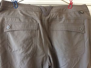 The North Face hiking pants women's camping fishing traveling size 6 for Sale in Brooklyn, NY