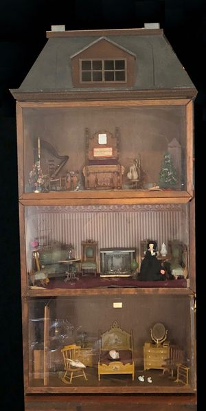 Amazing - unique dollhouse room display for Sale in Coraopolis, PA