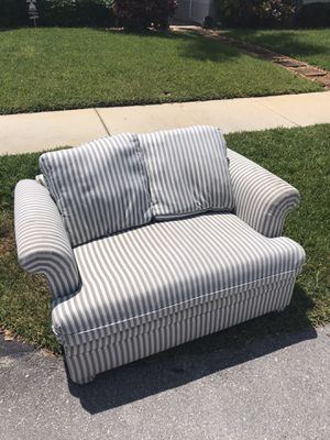 Small pull out couch for sale for Sale in Oakland Park, FL
