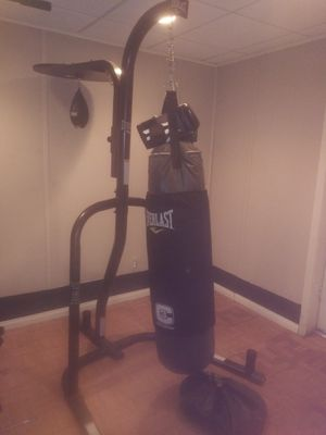 Punching bag speed bag with stand and gloves for Sale in Dallas, GA