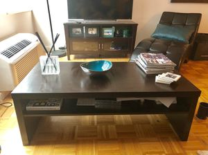 Stylish Coffee Table in excellent condition! for Sale in New York, NY