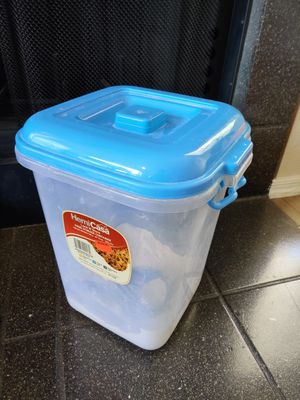 Food storage container with measuring cup - 541 Oz size for Sale in Phoenix, AZ