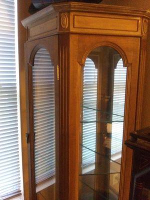 Corner curio cabinet for Sale in Hutto, TX