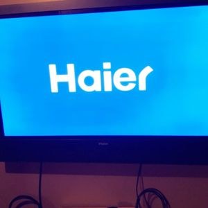 55 inch TV Plus Wall Mount for Sale in St. Clair Shores, MI