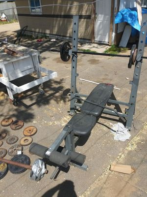 Gold's gym weight bench with more then 200 lbs of weights for Sale in Sanger, CA
