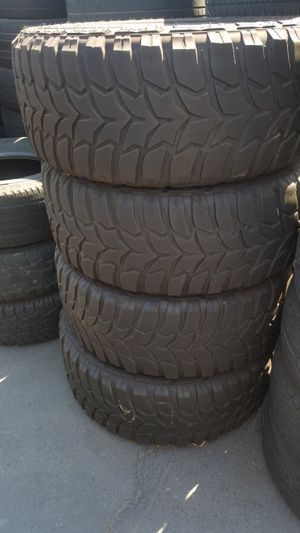 CROSSWIND HIGH RUBBER 35/12.50 /22 USED VERY GOOD CONDITION for Sale in Fresno, CA