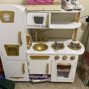 Toy Kitchen Set for Sale in Lexington, SC