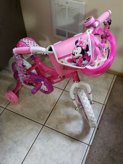 Minnie Mouse Bike And Helmet for Sale in Tacoma,  WA