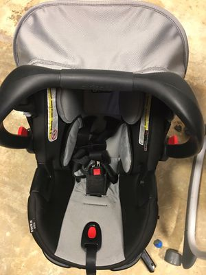 Britax b-safe 35 Elite car seat for Sale in Weslaco, TX
