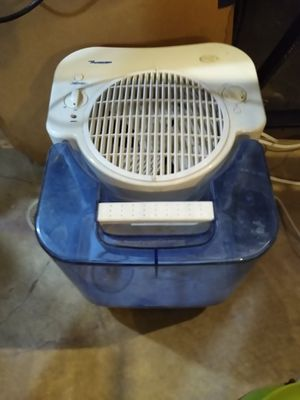 Hunter's humidifier with Niteglo blue light for Sale in Roselle, IL