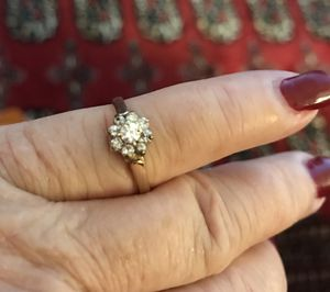 14k gold small diamond flower ring. Size 4- SALE for Sale in Beverly Hills, CA