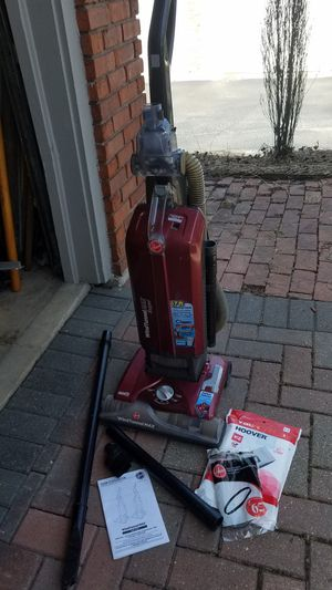 HOOVER WIND TUNNEL MAX VACUUM for Sale in Joliet, IL