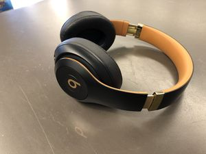 Beats STUDIO3 wireless no ice canceling headphones with usb cord no trades pick in Tacoma for Sale in Joint Base Lewis-McChord, WA