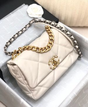 Chanel 19 Cream Flap Bag for Sale in Sunnyvale, CA