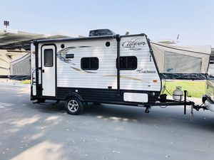 2017 Travel trailer 18ft long. Super lite for Sale in Corona, CA