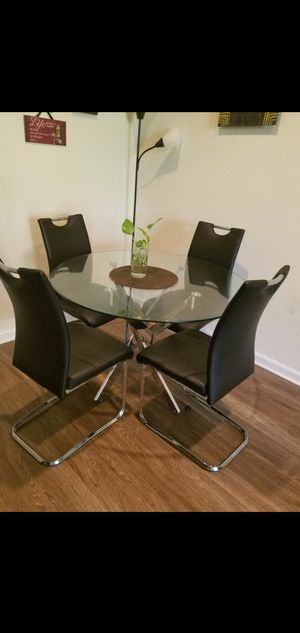 Like new, glass table with 4 chairs for Sale in San Jose, CA