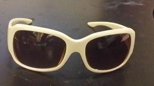 New Daisi Fuentes Designer Sunglasses for Sale in Salinas, CA