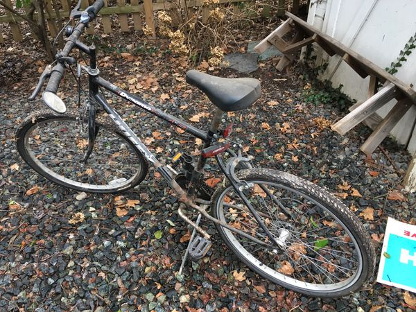 10 speed Huffy bicycle