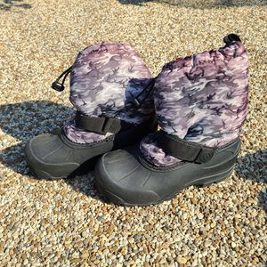 Kids snow boots size 3 for Sale in Alhambra, CA