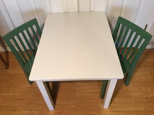 Pottery barn kids Carolina table and two chairs, like new for Sale in Tempe, AZ