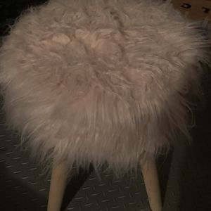 Pink Furry Stool for Sale in South Brunswick Township, NJ