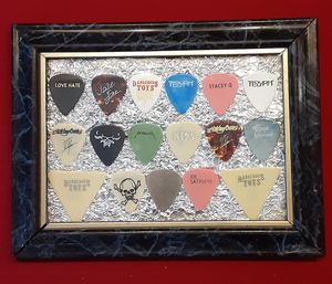 Highly Collectable Stage Used Guitar Pics Various Artists for Sale in Apple Valley, CA