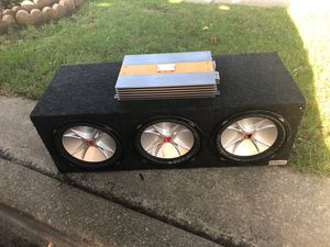3 12 Kicker cvrs in box w Livewire car amplifier and 4 gauge kit for Sale in Chicago, IL