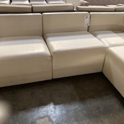 White Sectional Sofa for Sale in Bell Gardens,  CA