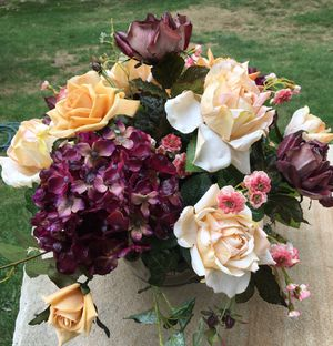 Silk Floral Centerpiece for Sale in Holmdel, NJ