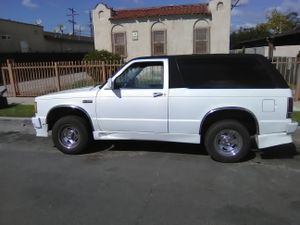 1985 Chevy Blazer, 64,343 miles original engine. Runs good. Just need valve cover gasket set,slow oil leak, interior is ok. Has a kill switch. for Sale in Inglewood, CA