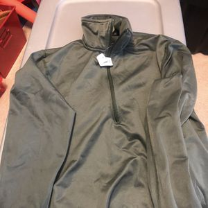 Army Shirt Sleeping Heat Retentive & Moisture Resistant for Sale in Cibolo, TX