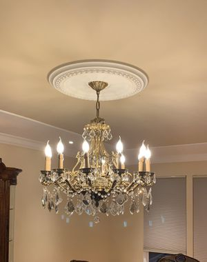 Beautiful crystal traditional chandelier. for Sale in Lakewood Township, NJ