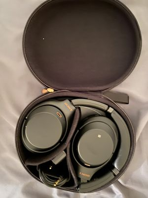Sony wh1000xm3 headphones black noise canceling for Sale in Chicago, IL