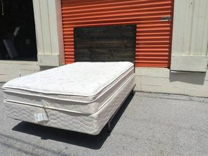 Like new full sz mattress and box spring for Sale in Nashville, TN