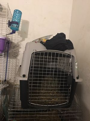 """Dog traveling kennel it's 28"""" 20-30Ibs for Sale in North Ridgeville, OH"""