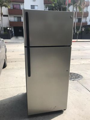 $299 GE stainless 18 cubic fridge 2015-16 model includes delivery in the San Fernando valley warranty and installation included for Sale in Los Angeles, CA