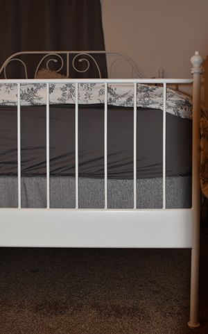 Queen bed with the frame for Sale in Mount Pleasant, MI