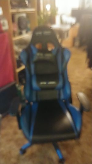 Gaming chair for Sale in Everett, WA