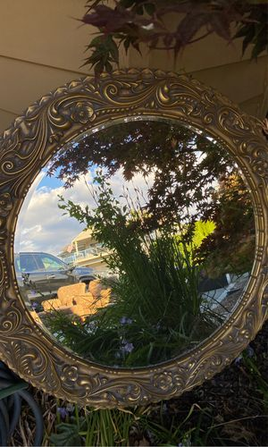 Beautiful Large round mirror for Sale in Manson, WA