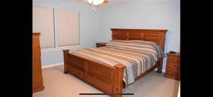 Oak king bed for Sale in Youngstown, OH