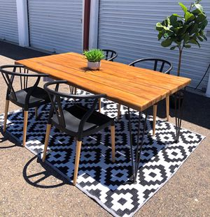 Live edge dining table with 4 Allmodern wishbone chairs for Sale in San Diego, CA