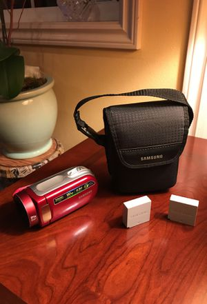 Samsung hand cam w bag and charger & 2 battery's for Sale in Redmond, WA