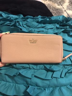 Kate Spade pebbled leather wallet nude color for Sale in Burlingame, CA