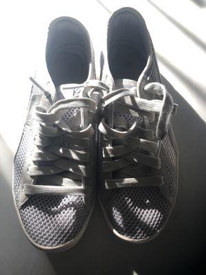 Puma gray sneaker size 7 women's for Sale in Silver Spring, MD