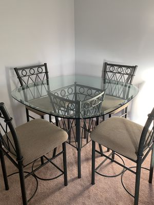 Table and chairs for Sale in Kernersville, NC