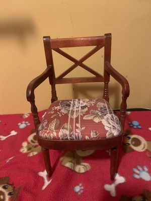 """Upholstered chair for an 18"""" doll for Sale in Jessup, MD"""