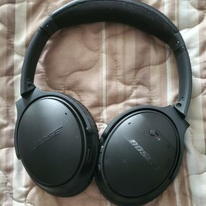 Bose head phones. Quiet comfort 2. for Sale in Avondale, AZ
