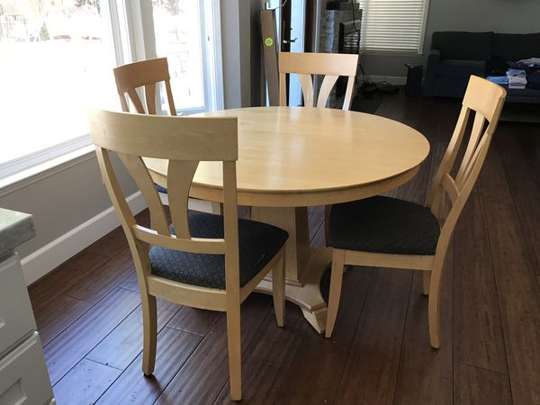 Maple breakfast nook table with leaf